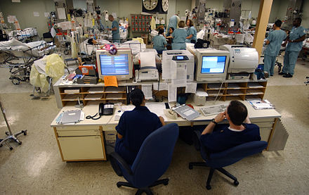 440px-US_Navy_030423-N-6967M-090_A_central_computer_system_monitors_the_heart_rates_of_each_patient_in_the_Intensive_Care_Unit_(ICU)_to_ensure_a_quick